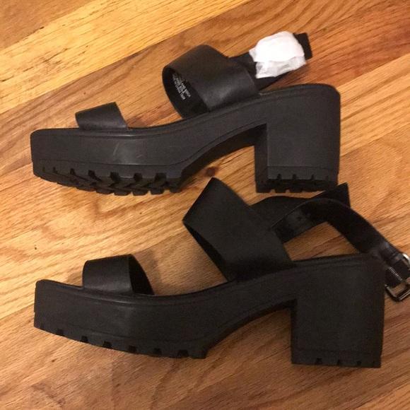 """Steve Madden Shoes - Brand new Black Steve Madden """"gelato"""" sandals"""